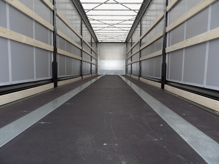 La momentul actual, 1 din 3 camioane circula fara incarcatura in Germania